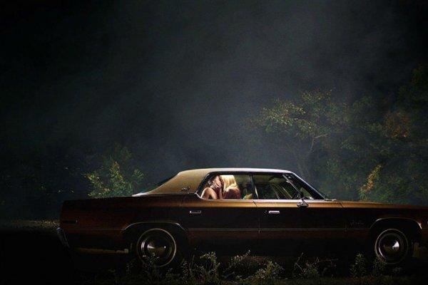 Horor It Follows je založený na jednoduchom nápade, dobrej hudbe a výnimočnou prácou s kamerou.