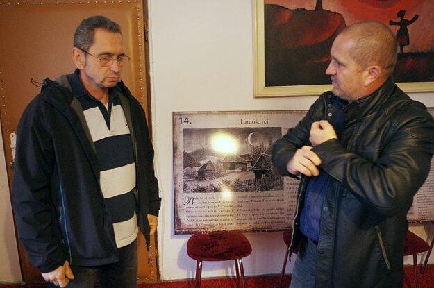 Autor obrázkov (vľavo) so starostom Dolnej Marikovej
