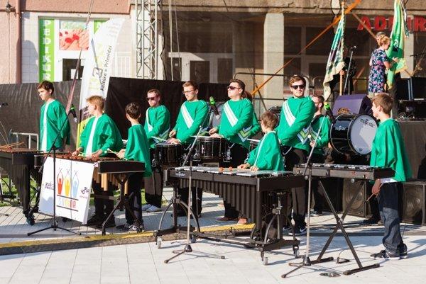 Zoskupenie bubeníkov Party diddles má za sebou úspešné vystúpenie v Litve.