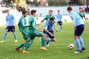 Štvrtýkrát v sezóne vyšli futbalisti Nitry v zápase strelecky naprázdno. Na snímke s loptou M. Charizopulos.
