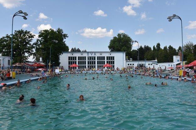 Vonkajší plavecký bazén.