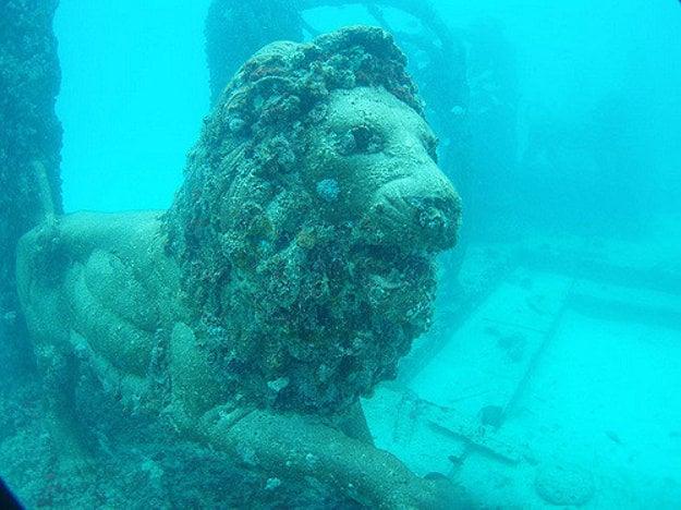 Neptun Memorial neďaleko pobrežia Floridy