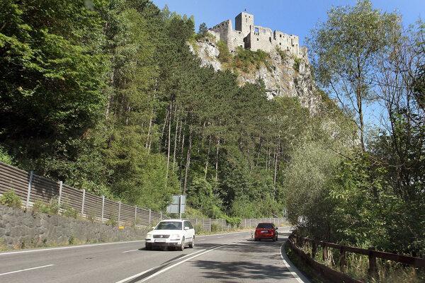 Strečno bude cez víkend uzavreté, obchádzková trasa bude viesť aj cez Terchovú.