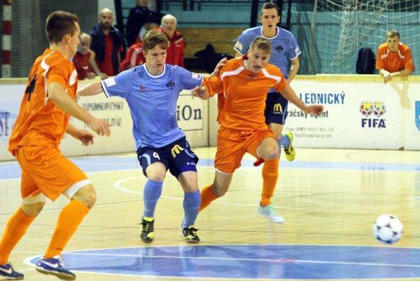 V minulom ročníku sa z víťazstva radovali hráči Výberu ZsFZ. Snímka je z duelu s tímom FC Nitra.