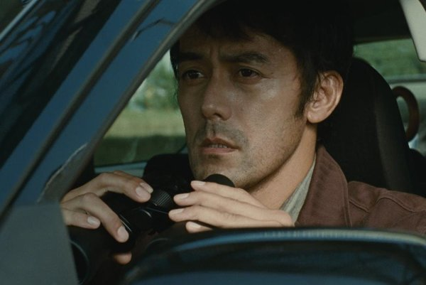 Hiroshi Abe vo filme Po búrke.