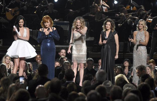 Kacey Musgraves, Reba McEntire, Jennifer Nettles, Martina McBride a Carrie Underwood