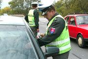 Policajné hliadky zadržali dvoch opitých vodičov z Kysúc.