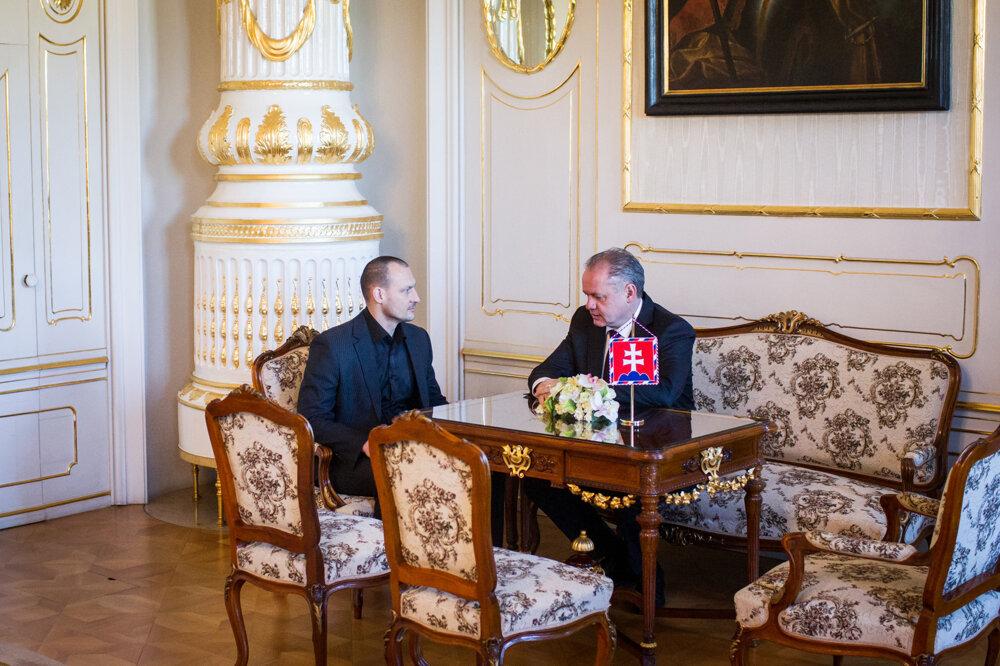 Šéf vyšetrovacieho tímu kauzy Gorila Marek Gajdoš počas prijatia prezidentom Andrejom Kiskom.