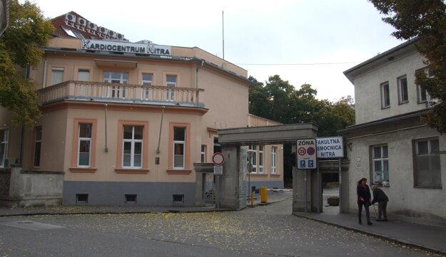 Pôvodný vchod do nemocnice zo Špitálskej ulice. Slúži už len pre peších.