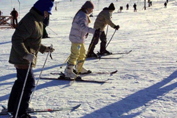 Lyžiari si v závere roka môžu na svahoch schuti zašportovať.