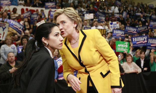 Počas volebnej kampane stojí vždy tesne pri Hillary