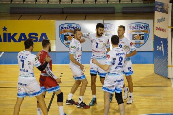 Volejbalisti Nitry natiahli vKomárne svoju sériu neporaziteľnosti na sedem zápasov.