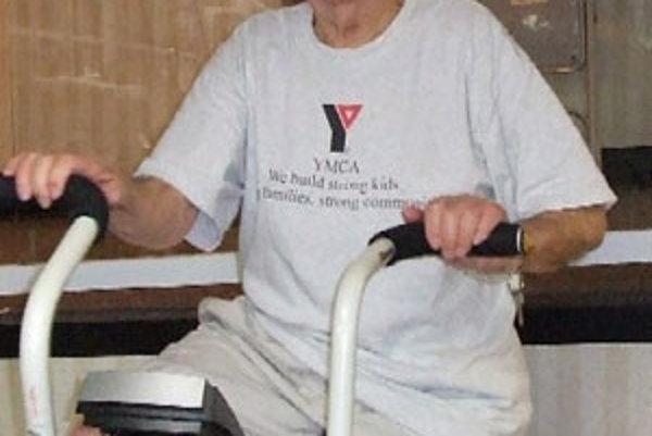 Najohrozenejšou skupinou sú dôchodcovia nad 65 rokov, k najväčším rizikám patrí nadváha alebo obezita, vysoký cholesterol a krvný tlak, fajčenie či nedostatok pohybu.