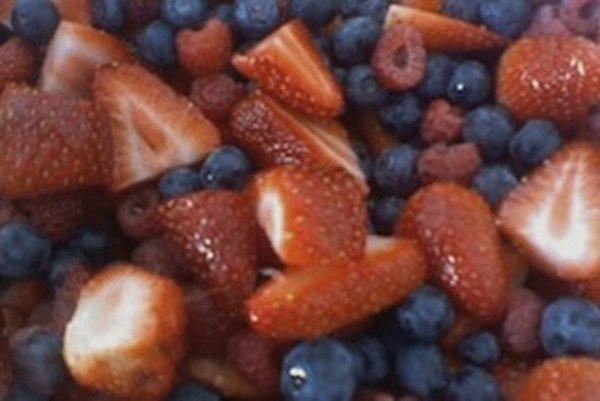 Jahody, čučoriedky i maliny sú chutným zdrojom horčíka.