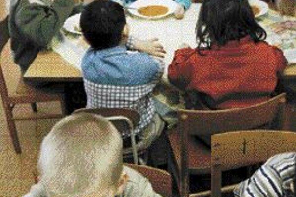 Skladba jedálneho lístka v mnohých rodinách nezodpovedá zásadám racionálnej výživy, preto slovenské deti trpia nadváhou. ILUSTRAČNÉ FOTO SME - MIROSLAVA CIBULKOVÁ