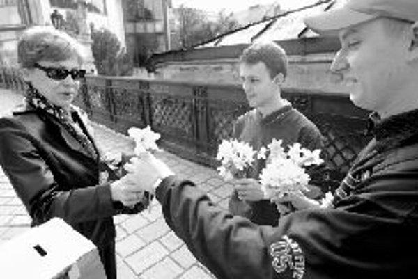 V uplynulom roku Liga proti rakovine vďaka Dňu narcisov vyzbierala viac ako 18 miliónov korún. FOTO SME - PAVOL FUNTAL