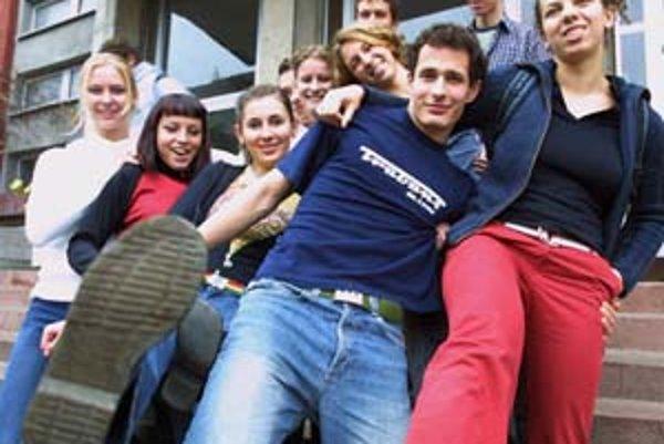 Čoraz viac mladých ľudí sa rozhoduje pre antikoncepciu už pri prvom sexuálnom styku.