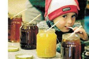 Med síce obsahuje ľahko stráviteľné cukry, ale nie je vhodný pre deti do jedného roka. ILUSTRAČNÉ