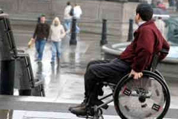 Skleróza multiplex je nevyliečiteľné ochorenie. Stratu fyzických schopností, prípadne invaliditu, však môže výrazne spomaliť liečba.