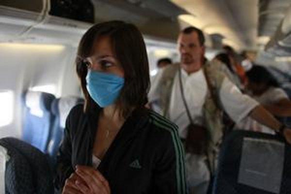 Chorý steward mohol nakaziť pasažierov.