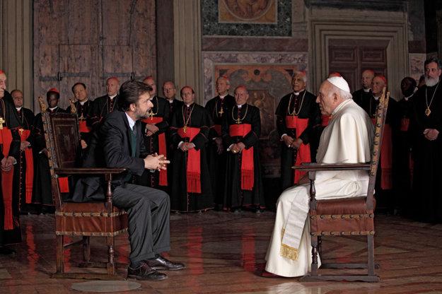 Prekonať úzkosť mu pomáhal psychiater, ktorého hral sám režisér Nanni Moretti (vľavo).