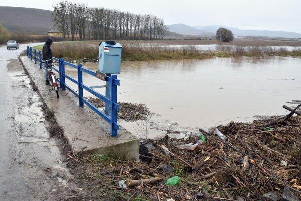 Pondelkové problémy s veľkou vodou sa môžu zopakovať.