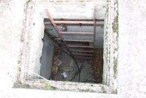 Interiér jedného z troch bunkrov. Hry v nechránenom areály základne nemusia byť vždy bezpečné.