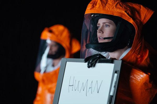 Amy Adams vo filme Prvý kontakt.
