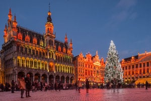 V roku 2014 darovala Bruselu vianočný strom lotyšská Riga.