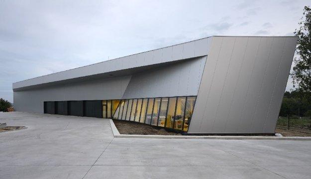 Centrála firmy GUMEX Slovakia Nitra. Architekti Braňo Hovorka, Martin Paulíny.