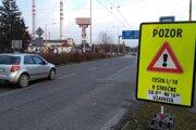 Na uzavreté Strečno upozorňovali motoristov výrazné tabule.