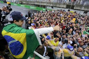 Felipe Massa sa lúčil so svojimi kolegami či fanúšikmi.