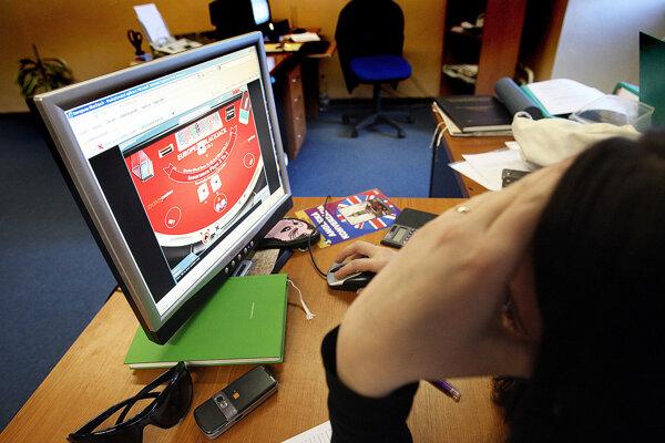 Na internete číha na deti množstvo zlých vecí, napríklad online hazardné hry.