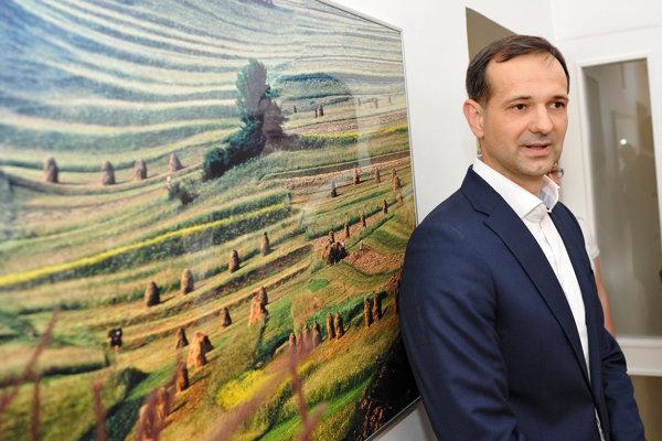 Bývalý riaditeľ trnavskej nemocnice Martin Neštický sa po odchode z funkcie stal technickým námestníkom riaditeľa. Ide o rovnaký scenár ako keď nahrádzal za Čisláka vo vedení svojho predchodcu Martina Tabačeka.