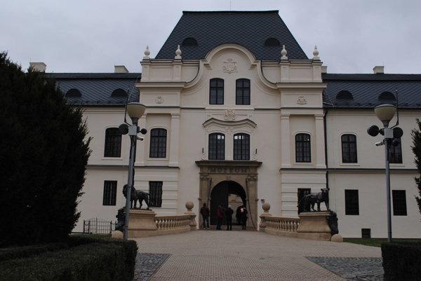 Výstava je v humenskom zámku.