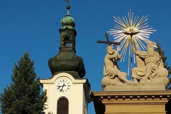 Obnovená svätá Trojica je už opäť na svojom mieste.