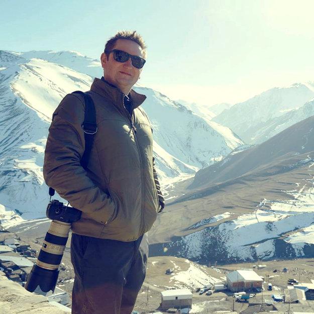 Fotograf Róbert Víglaský v Azerbajdžane.