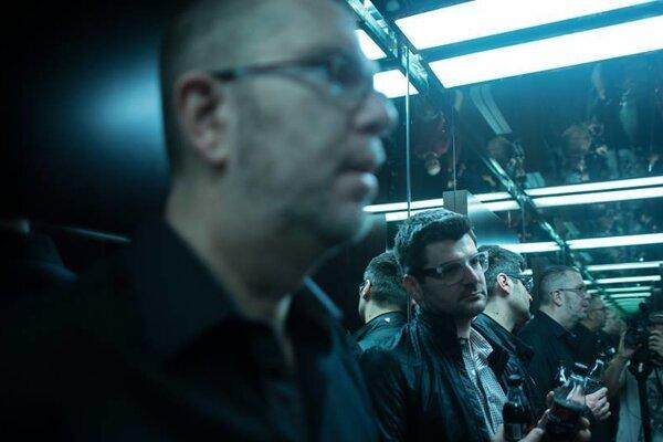 Film Nespoznaný vznikol počas troch rokov, kedy Richard Müller pripravoval turné s vokálnou skupinou Fragile.