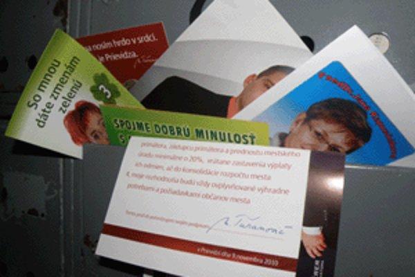 Schránky zaplnili pred voľbami rôzne prezentačné materiály kandidátov.