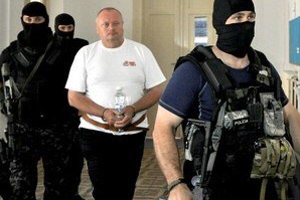 Mestský policajt zabil v Hurbanove troch ľudí.