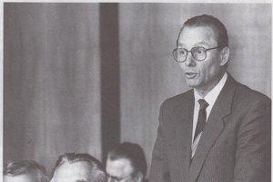Čerstvý predseda Slovenskej národnej rady. Z predsedu Krajského národného výboru ho v revolučných časoch zvolili za šéfa parlamentu.