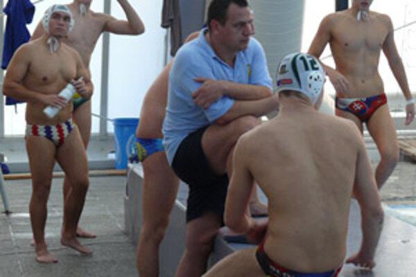 Nový tréner nováckych mužov Peter Tkáč stále čaká na prvé víťazstvo svojich zverencov.