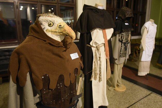 Výstava divadelných kostýmov z dielne študentov odboru Scénická a kostýmová tvorba Strednej umeleckej školy v Trenčíne.