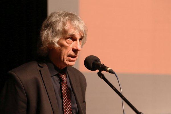 Výtvarníkovi Petrovi Kalmusovi prišiel trestný rozkaz so štvormesačným podmienečným trestom.