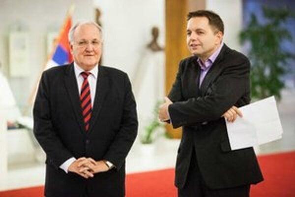 Minister školstva Dušan Čaplovič a minister financií Peter Kažimír.