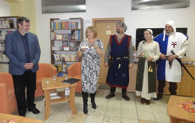 Krst knihy - zľava Vlastimil Vondruška, Monika Lobodášová a členovia dobového spolku Militia Portalis.