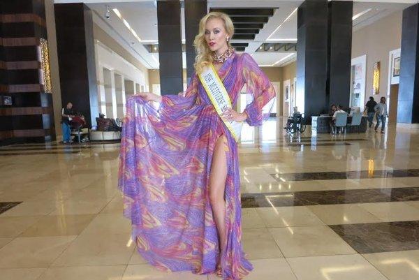 Šaty od Mikloška. V Dominikánskej republike sa páčili.