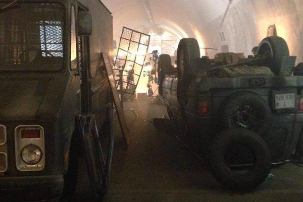 Filmová scéna. Natáčala sa v diaľničnom tuneli.