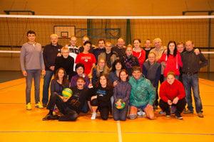 Účastníci volejbalového turnaja učiteľov v Strečne.