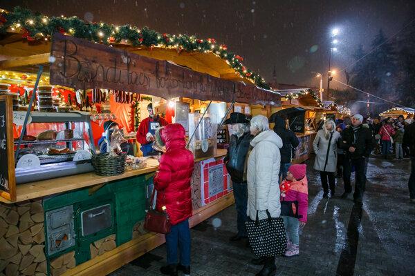 Neopakovateľná atmosféra. K predvianočným rituálom patrí aj návšteva vianočných trhov.
